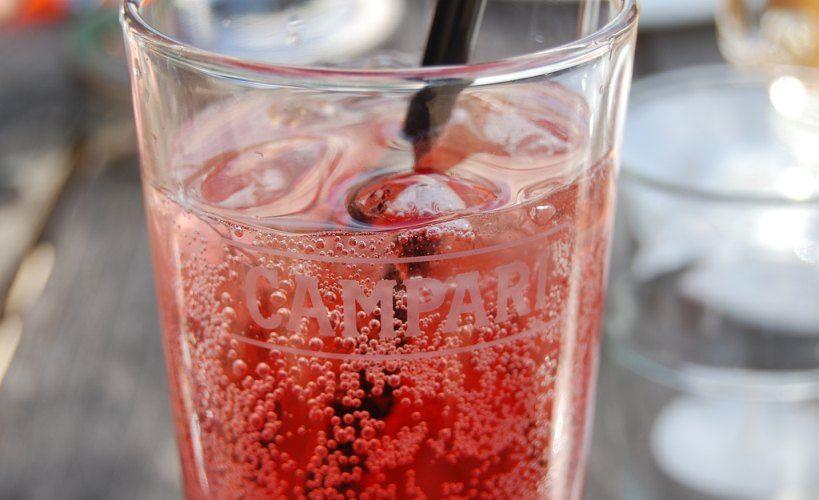 Vermut rojo y aperitivos italianos - Campari