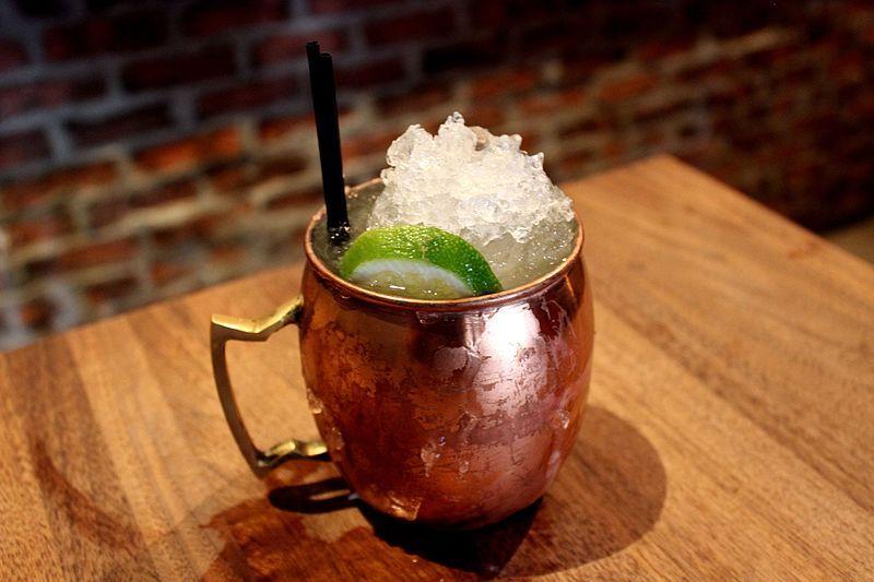 Moscow Mule servido en el bar Rye de San Francisco en California.